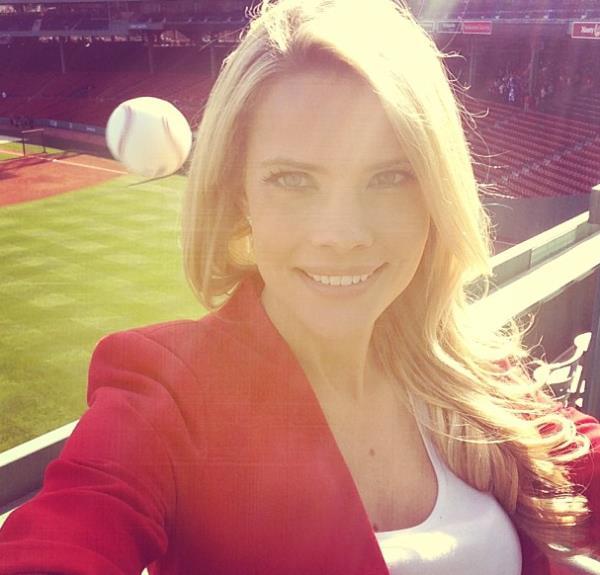 sexy-selfy-fails-baseball